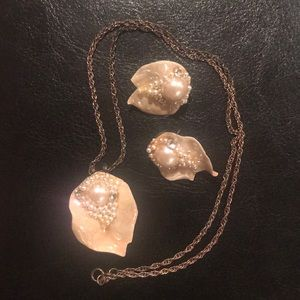 Jewelry - Vintage necklace and earrings set